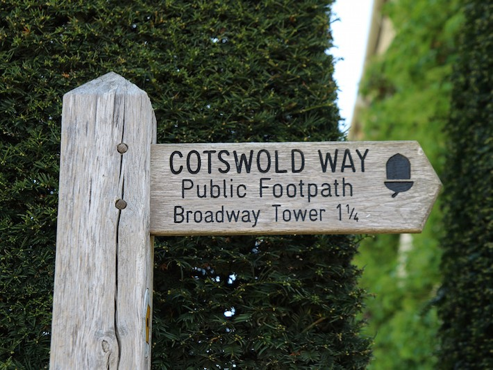 Trail signpost on Cotswold Way near Broadway Tower